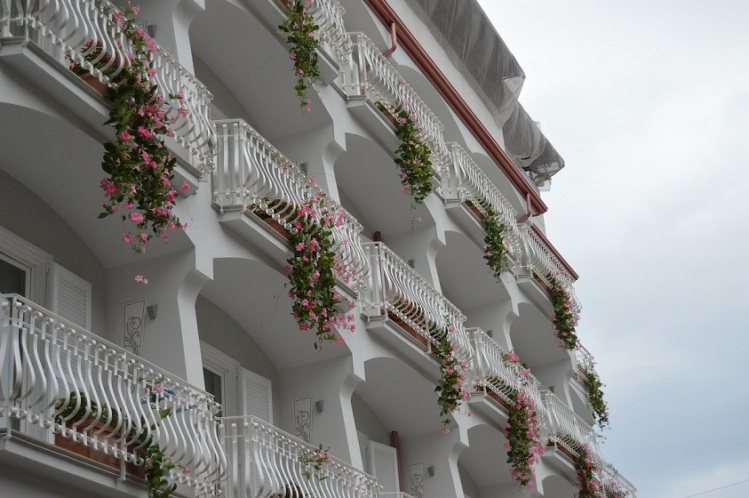 Balcony_flowers_Amalfi