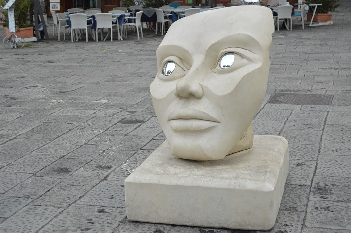 Minori_sculpture