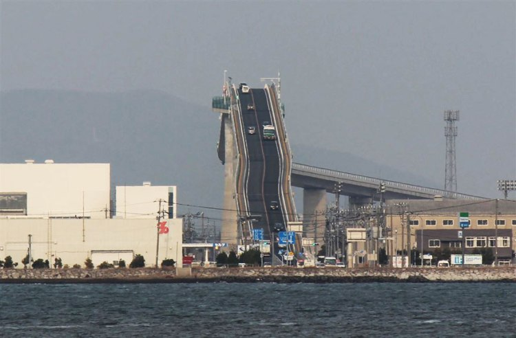 steep-rollercoaster-bridge-eshima-ohashi-japan-66
