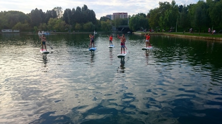 stand up paddle boarding friends
