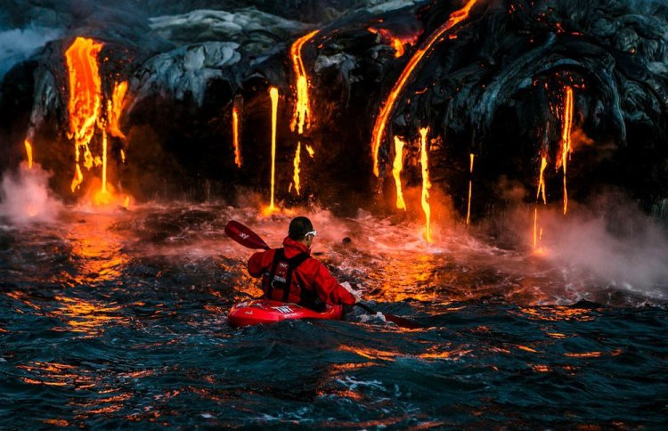 kayak-active-volcano