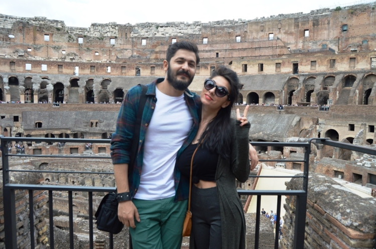 couple-travel-rome-holiday