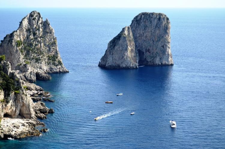 rocks-capri-island