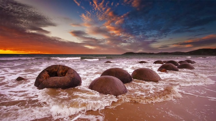 Moeraki-Boulders-Oamaru-New-Zealand