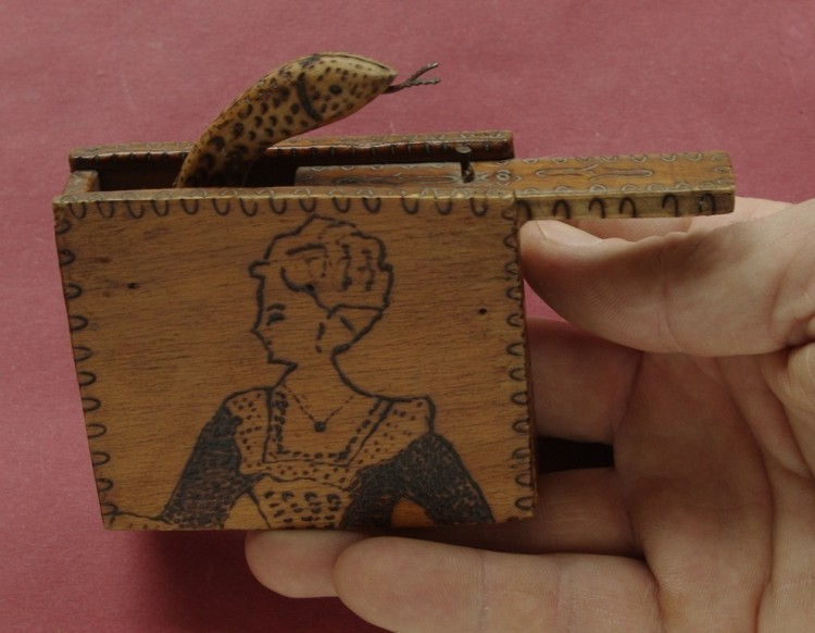 cutie sarpe din lemn jucarie.jpg